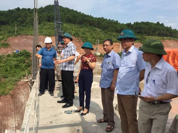 Đoàn kiểm tra thực tế tại công trình dự án hồ chứa nước Bản Lải (1).jpg
